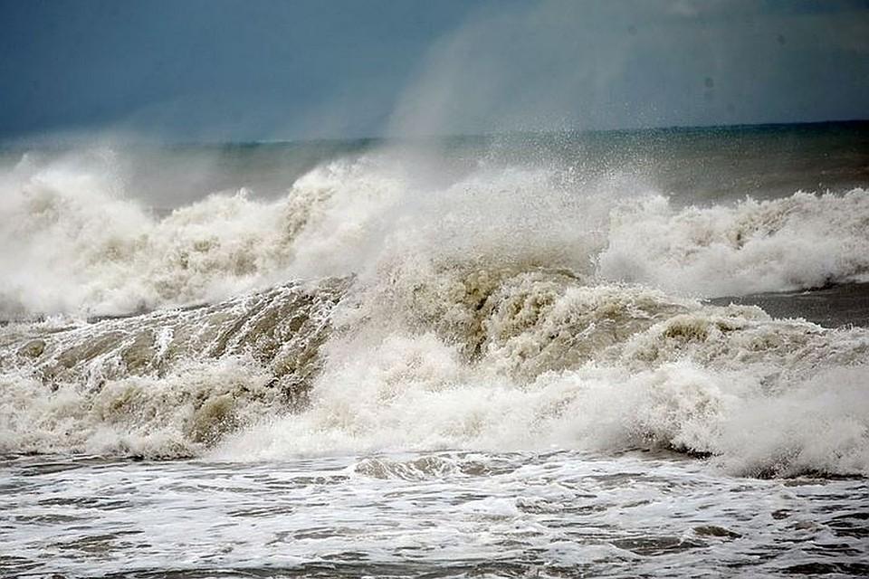 Запорожское побережье Азовского моря накрыло штормовой погодой