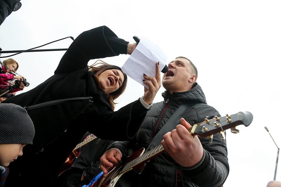 Запорожцы спели на недостроенных мостах песню Вакарчука: как это было, - ФОТО, ВИДЕО