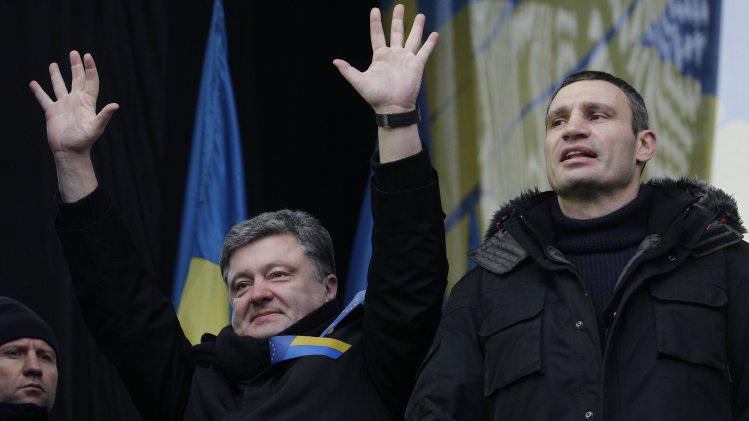 """""""Захожу, а там коньяк и дорогая икра"""": Кива рассказал чем занимались Кличко и Порошенко во время революции"""