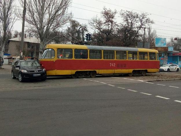 И суток не прошло: на Шевченковском снова произошло ДТП с трамваем