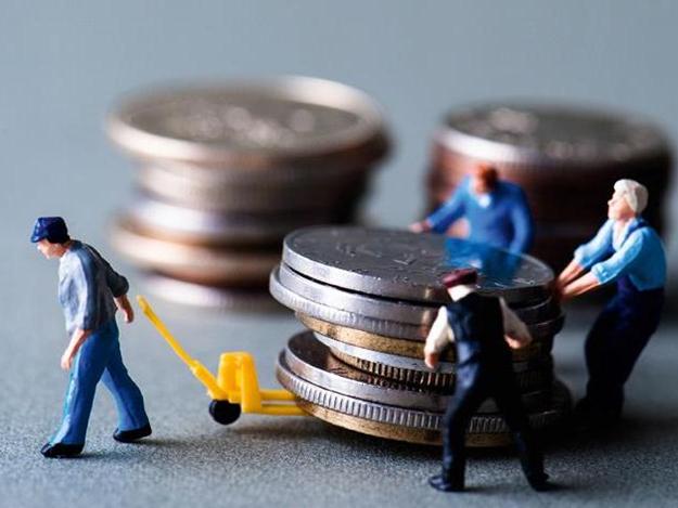 Кабмин хочет повысить налоги на высокие зарплаты
