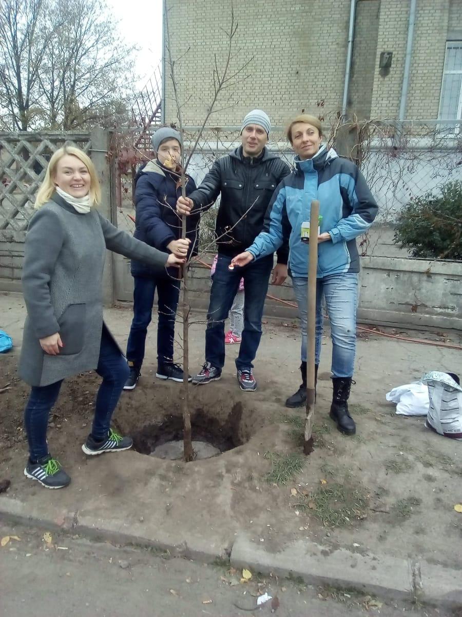 Екатерина Дубина с семьей и Татьяна Жавжарова