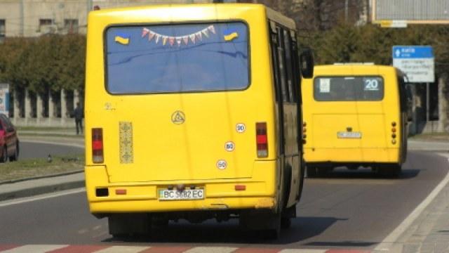 Львовские патрульные оштрафовали водителя маршрутки после публикации в Facebook (Видео)