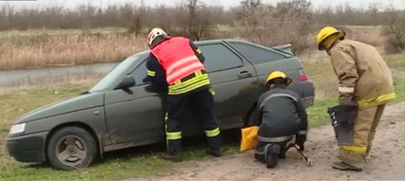Машини застрягли у снігових заметах: навчання надзвичайників у Мелітопольському районі