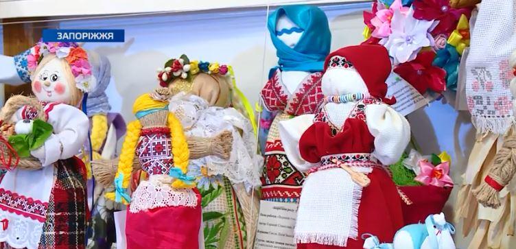 На базі Запорізького центру художньо-естетичної творчості презентували півтори тисячі експонатів, покликаних оберігати українців
