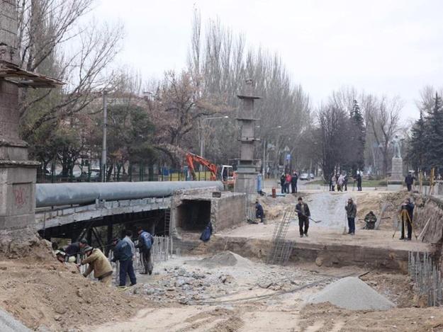 На Металлургов разобрали железнодорожный тоннель: как подвигается ремонт дороги по проспекту
