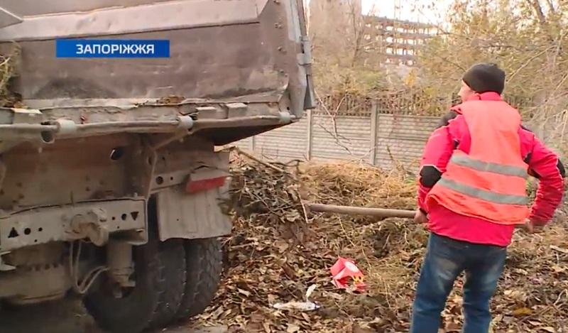 На перетині двох вулиць у Запоріжжі утворилося сміттєзвалище загальним об'ємом близько 30 кубометрів