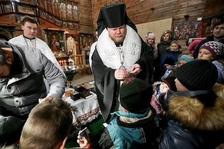 На Хортице крестили детей из приюта, - ФОТОРЕПОРТАЖ