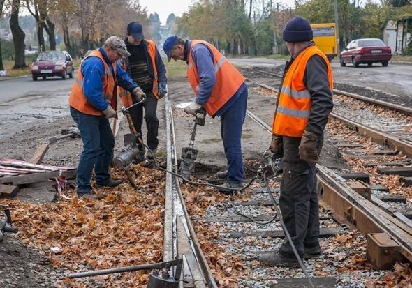 На Шевченковском снова перестали ходить трамваи: на Зеленом Яру продолжаются ремонтные работы