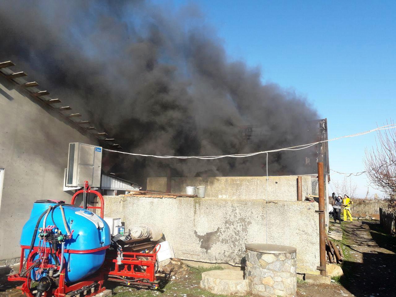 Над запорожским поселком пронеслись черные клубы дыма (Фото)