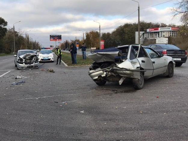 Не поделили дорогу: на улице Победы столкнулись два автомобиля (ФОТО)
