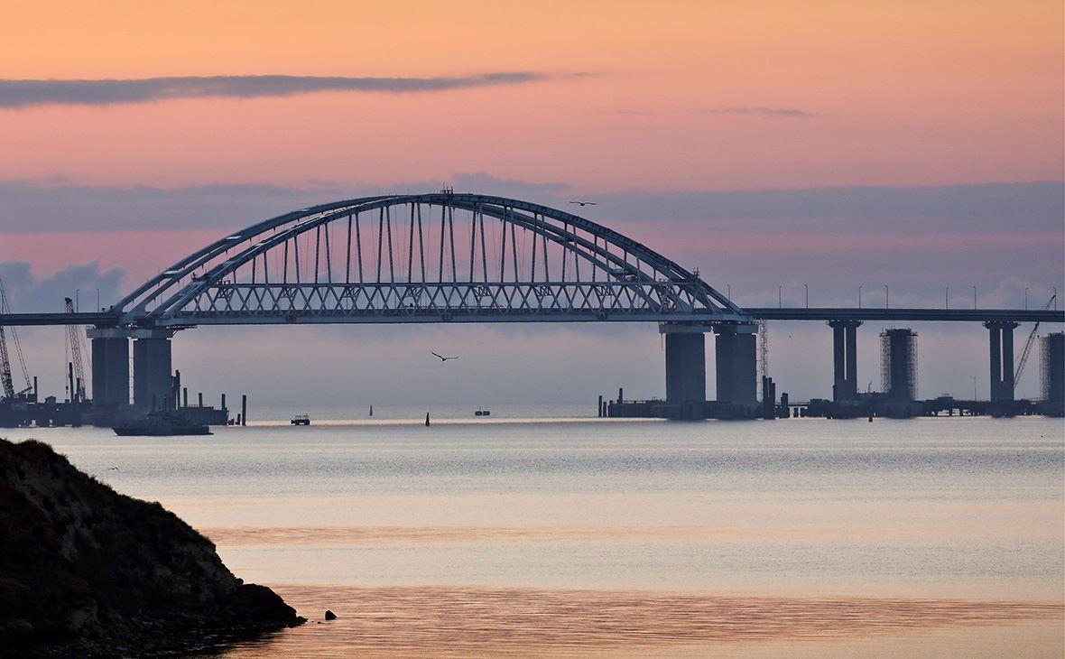 Опоры Крымского моста просели в нескольких местах (Фото)
