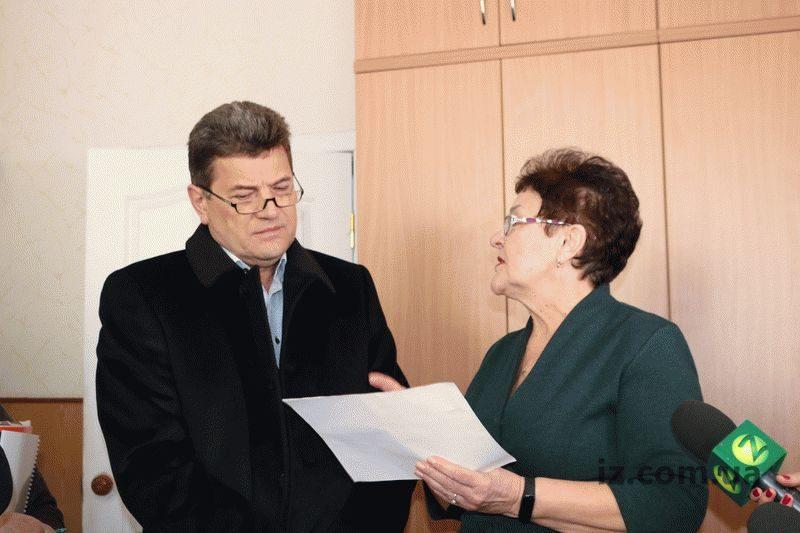 Проверить качество обслуживания запорожцев в управлении соцзащиты Днепровского района приехал городской голова Владимир Буряк