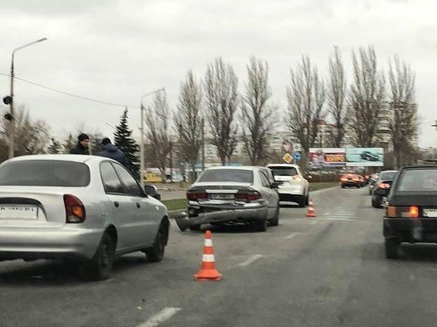 Паровозиком: на Набережной столкнулись три машины