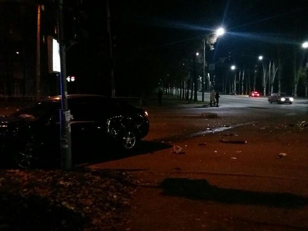 Писк тормозов и разбитые стекла: на Украинской столкнулись легковушки (фото, видео)