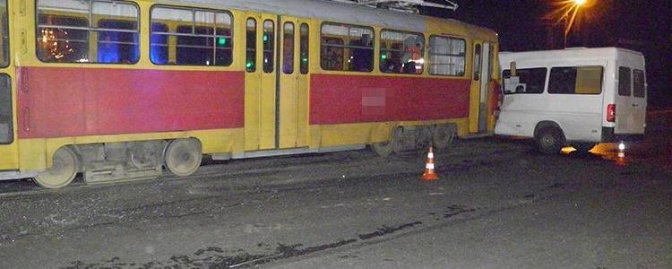 Подробности столкновения трамвая с маршруткой: количество пострадавших увеличилось до 9 человек