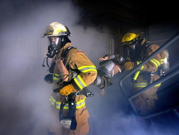 Пожар в многоэтажке: в Запорожской области спасли 12 человек