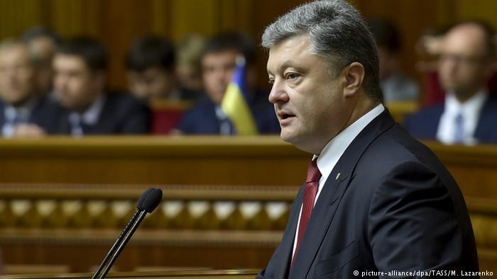 Порошенко призвал депутатов не матерится и не показывать свой низкий уровень культуры (Видео)