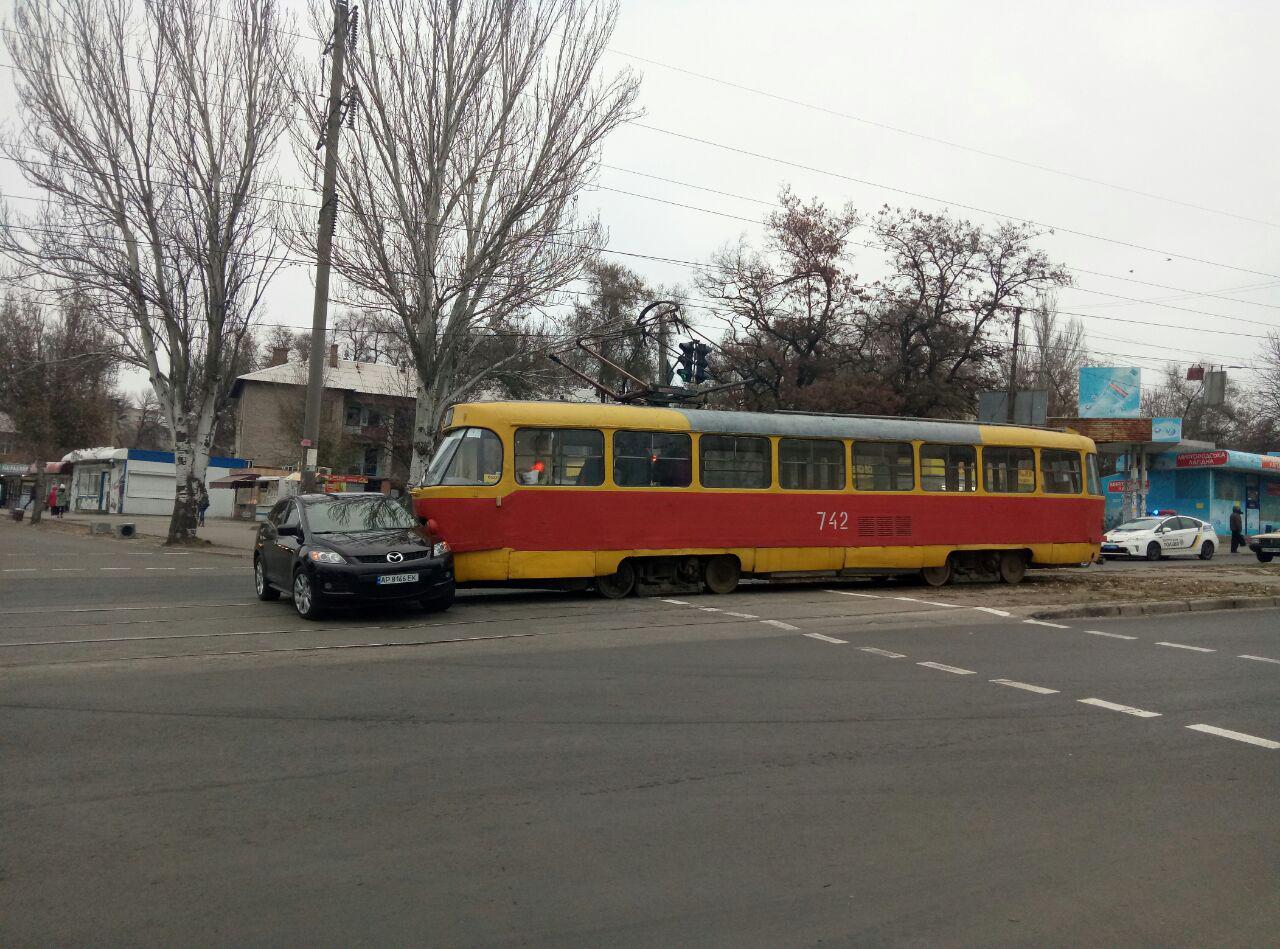 Появились подробности аварии с участием трамвая и «Мазды»