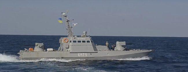 Появилось видео тарана российским пограничным кораблём украинского судна