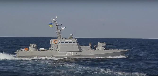 Появилось видео тарана российскими пограничниками украинского судна