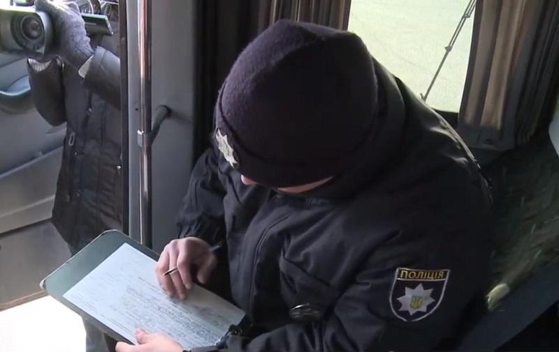 Представники міської влади разом з патрульними перевірили стан маршруток та автобусів у Запоріжжі