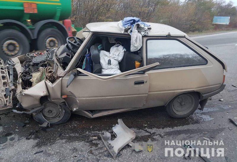 При лобовом столкновении на запорожской трассе пострадали двое мужчин - подробности