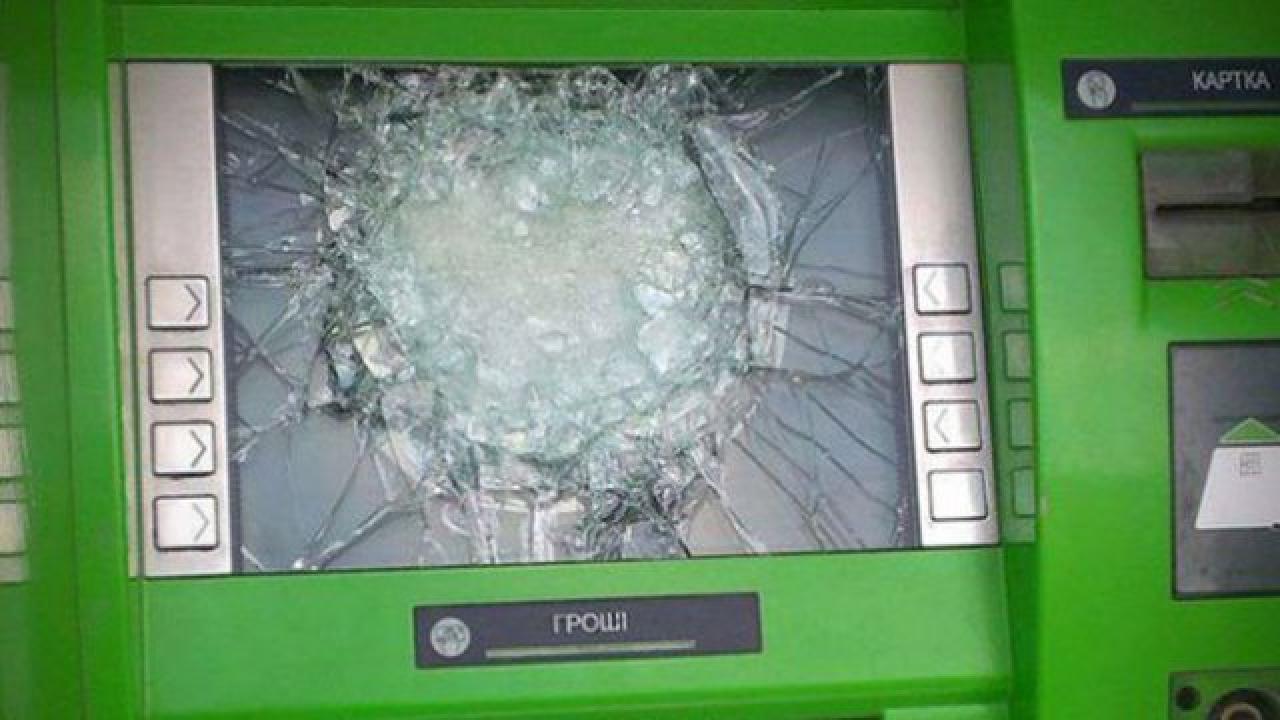 ПриватБанк обещает 50 тысяч гривен за поимку подрывников банкомата
