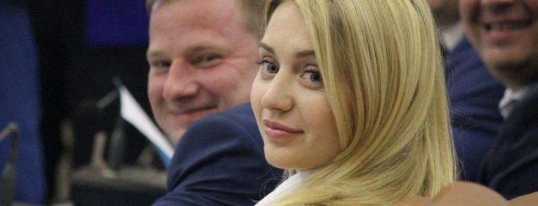 Семейные фирмы запорожской депутатки, на юбилее которой пели Каменских и Monatik, получили подрядов более чем на миллиард