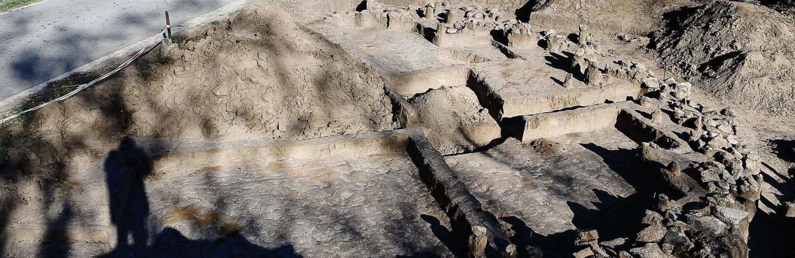 Скиф с бронзовой стрелой, скелет лошади и пачка сигарет - археологи нашли на Хортице погребение IV до нашей эры, - ФОТО