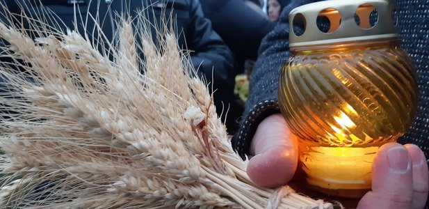 Сотни запорожцев зажгли свечу в память о жертвах Голодомора, - ФОТОРЕПОРТАЖ