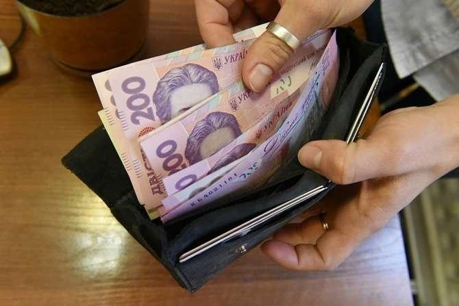 """Средняя зарплата опять выросла: """"невероятная"""" статистика"""
