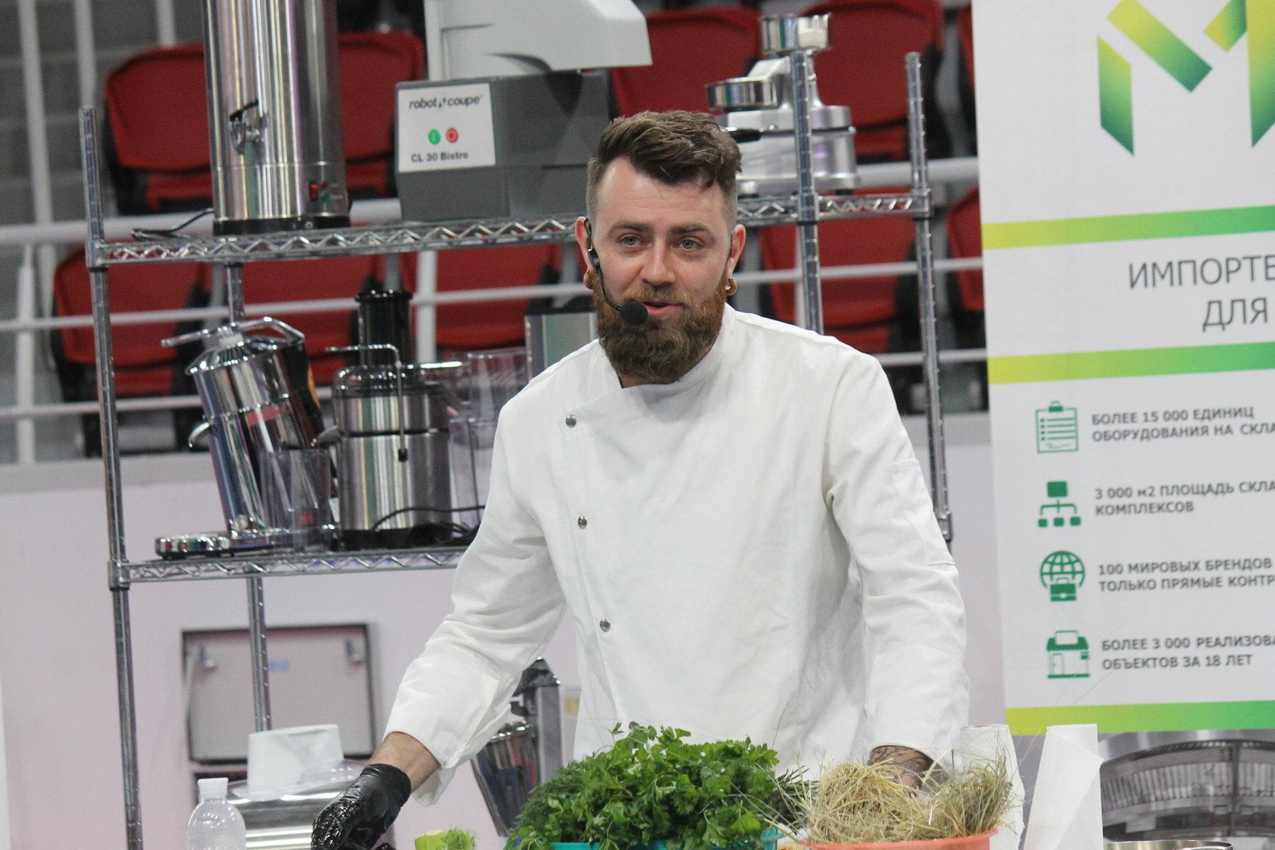Судья МастерШеф провел кулинарный мастер-класс на запорожском туристическом форуме, – ФОТОРЕПОРТАЖ