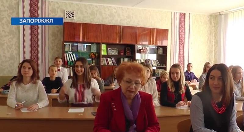 У Дніпрорудному у День української писемності та мови писали радіодиктант