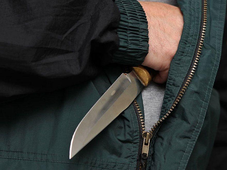 У запорожца под угрозой ножа отобрали сумку с ноутбуком