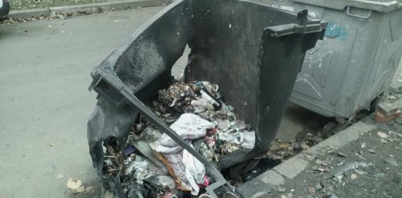 У Запоріжжі масово спалюють сміттєві контейнери – Индустриалка