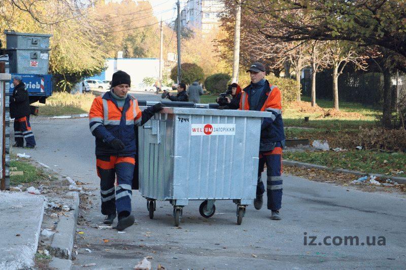 У Запоріжжі старі сміттєві бакиміняють на нові