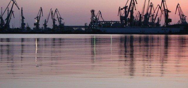 Украина задержала 15 судов за заходы в Крым — частей кораблей находится в порту Бердянска