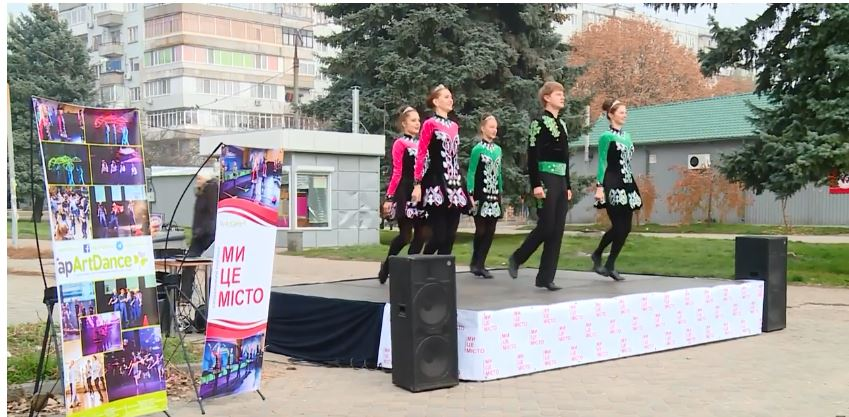 Цими вихідними у Хортицькому районі пройшов імпровізований концерт ірландського та американського степ-танцю