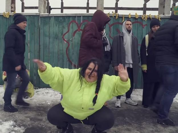 Читающая рэп воспитатель барышевского детсада выпустила новый клип. И он качает