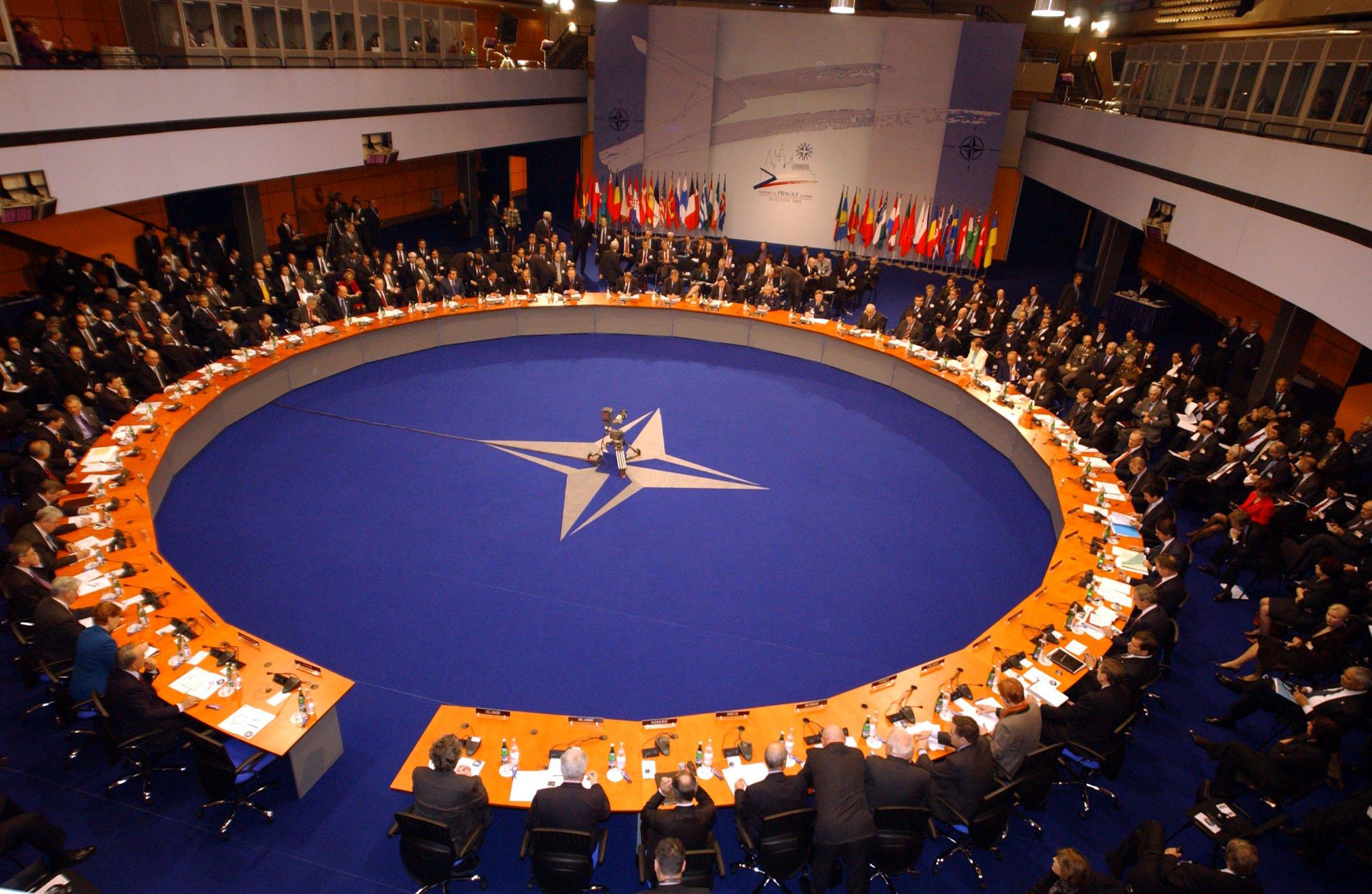 В НАТО ответили на призыв Порошенко ввести войска