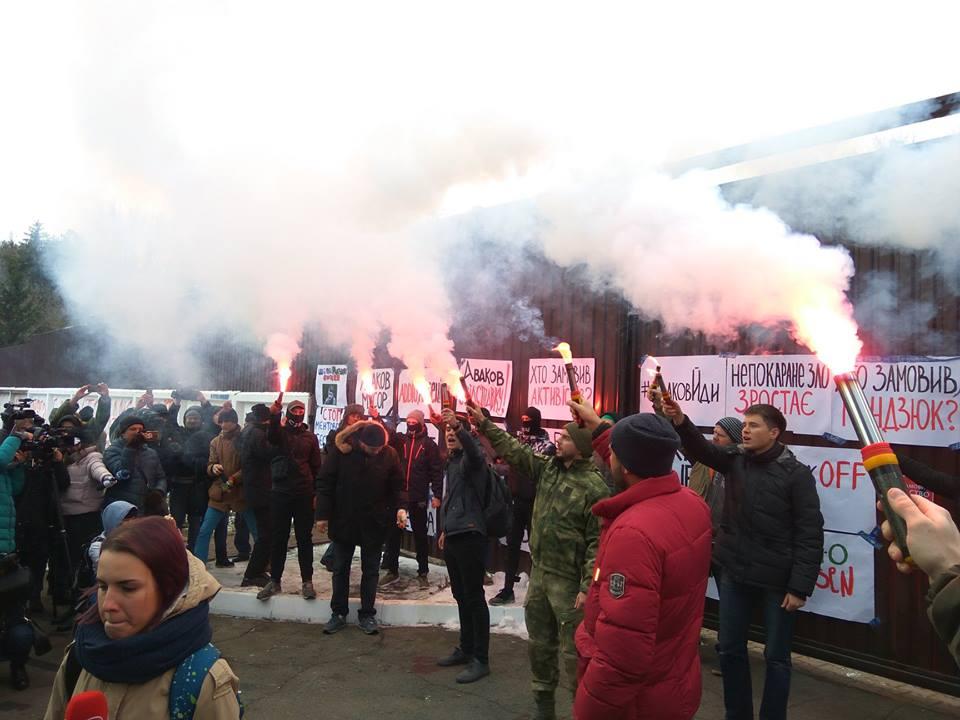 В Киеве активисты пикетировали дом главы МВД