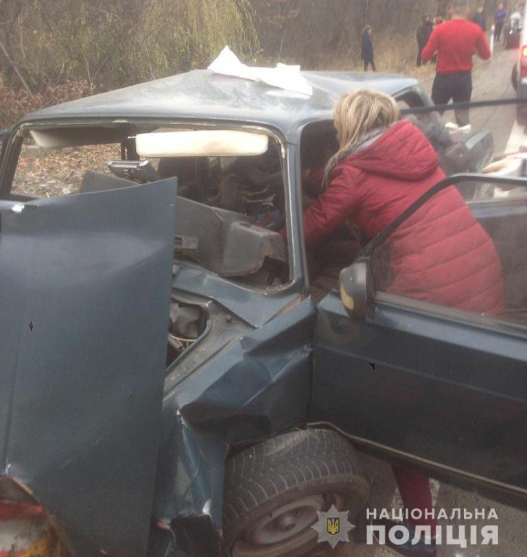 В Винницкой области автомобиль въехал в опору моста: 3 человека погибли (Фото)