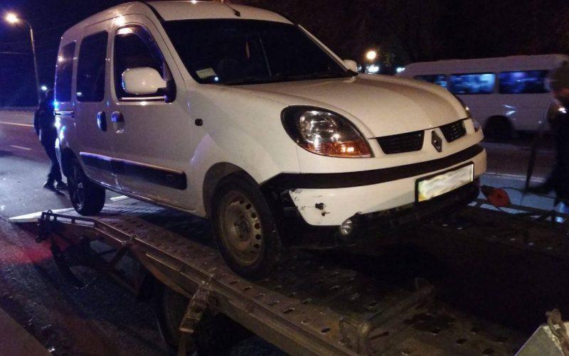 В Запорожье пьяный водитель влетел в припаркованный автомобиль – Индустриалка