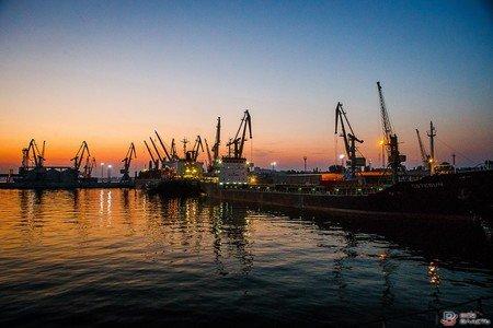 Бердянский порт перешел на сокращенную рабочую неделю
