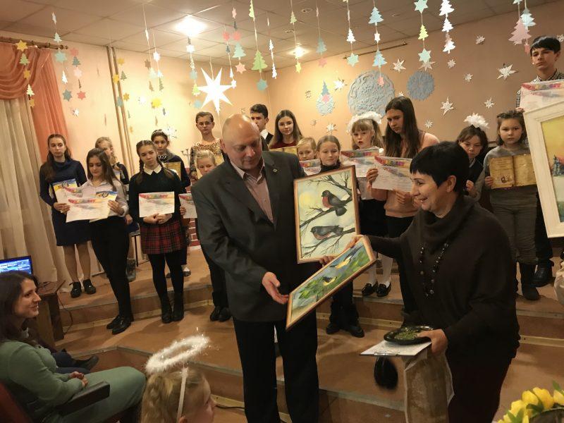 Детской музыкальной школе вручили подарки