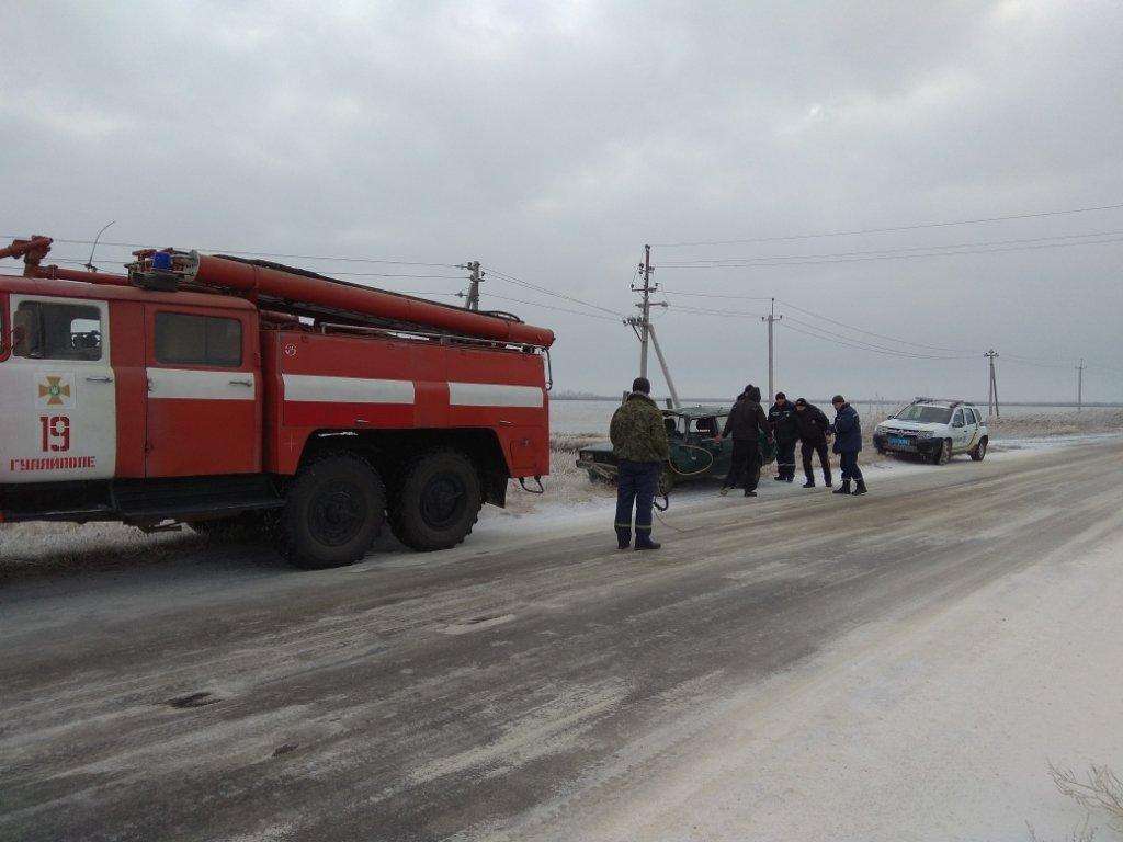 В Запорожской области водитель вылетел с трассы: никто не пострадал, – ФОТО