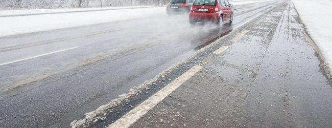 В Запорожской области из-за неблагоприятных погодных условий перекрыли часть трассы