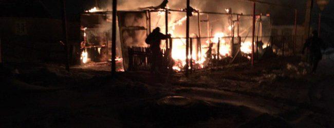 В Запорожской области сгорел гараж с тремя автомобилями