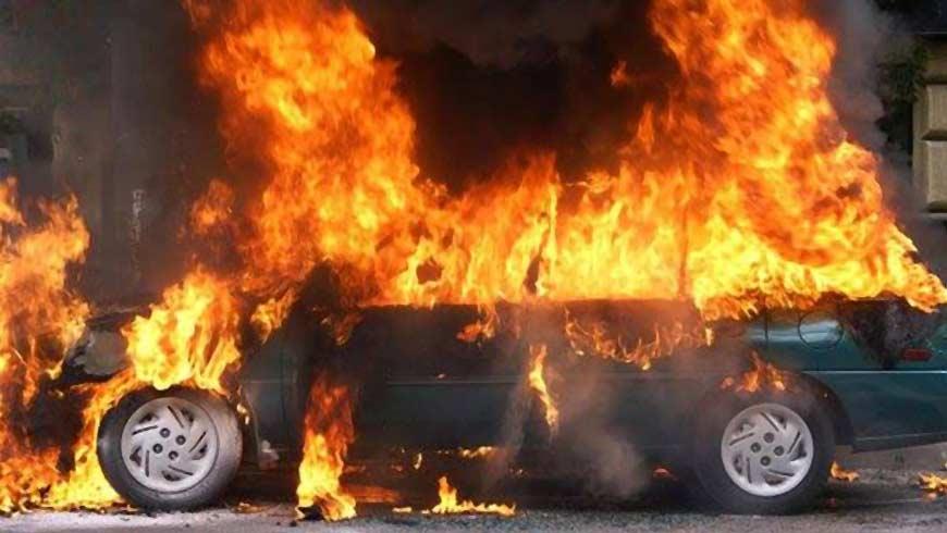 В запорожском дворе загорелся автомобиль – Индустриалка